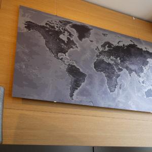 Mappa del mondo metallico in alluminio spazzolato